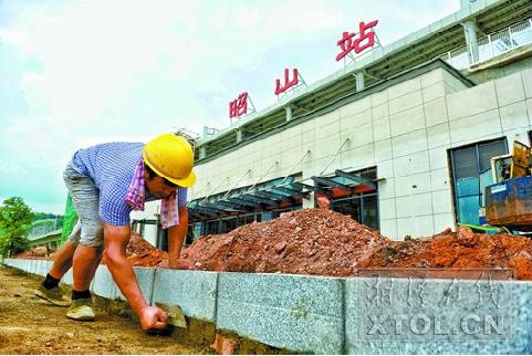 长株潭城际铁路昭山站加紧施工。(彭杨 摄)