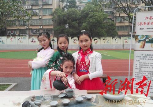 茶艺进课堂:化身茶艺师,传承茶文化