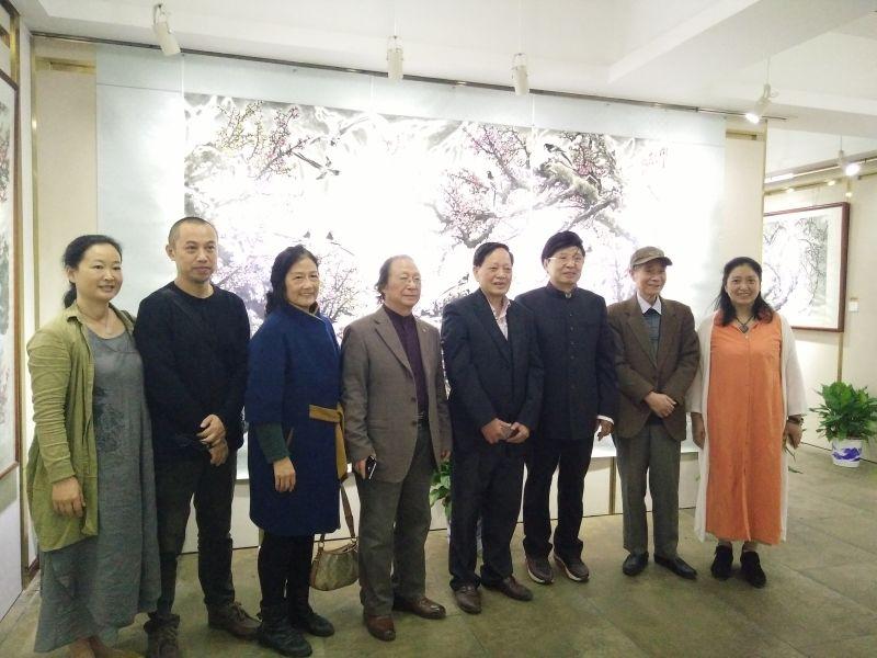 杨艾湘国画艺术精品展在长举办 义卖专场关爱残障儿童