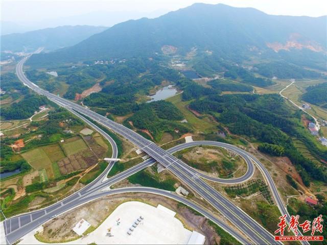湖南大岳高速项目月底建成 大岳高速洞庭湖大桥迎重大进展