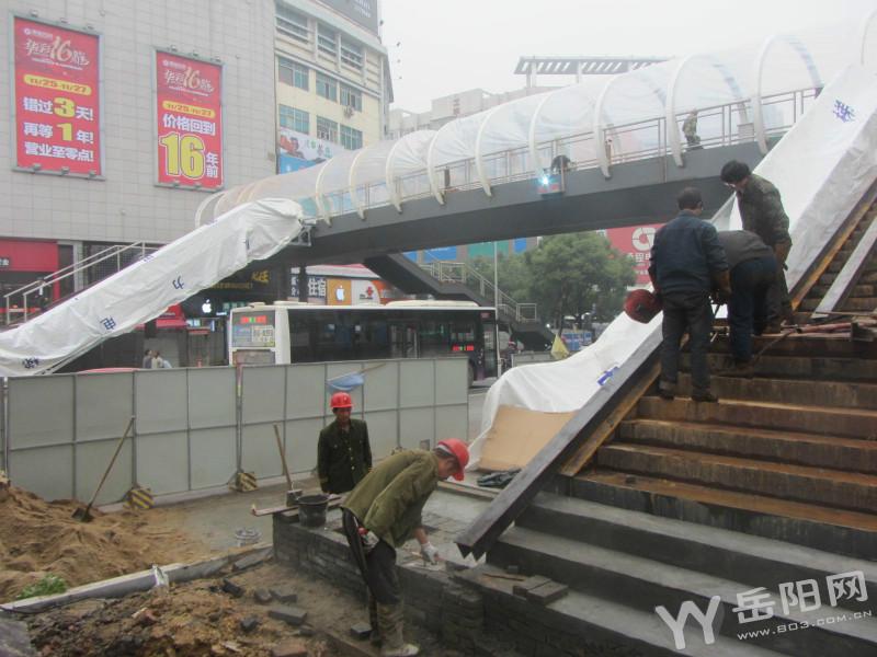 岳阳市区首座带顶棚电梯人行天桥月底亮相