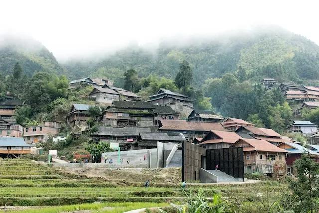 湘设计 建筑设计     它是由香港大学明德工程援建的