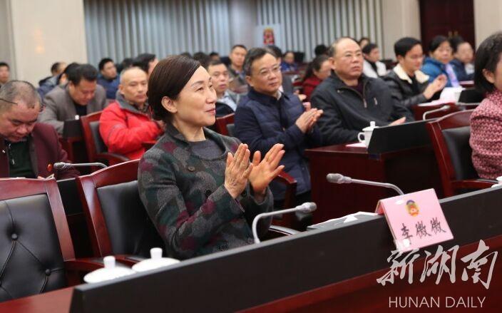 省政协机关举行微党课比赛 李微微观看比赛并为获奖者颁奖