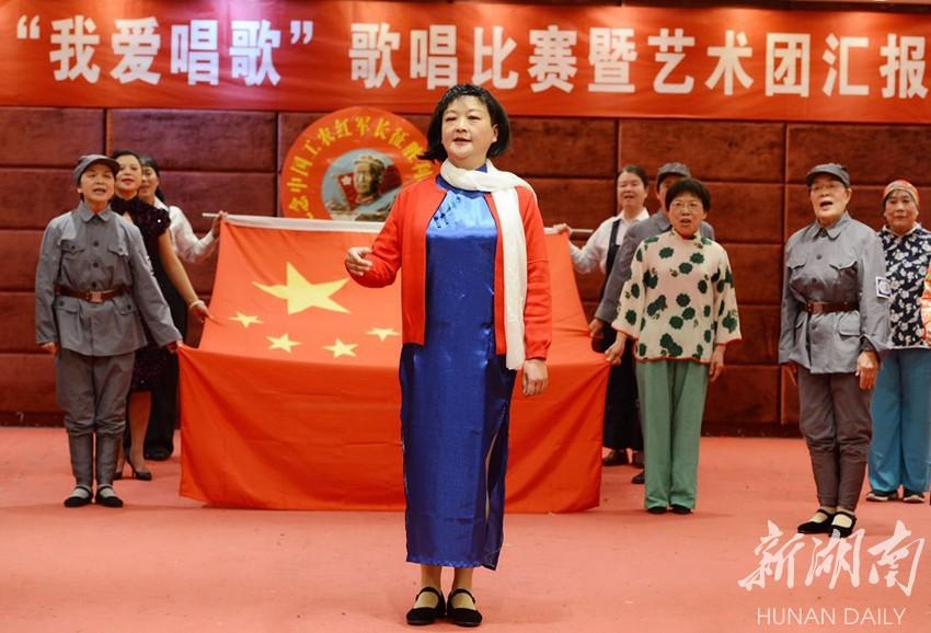 长沙南元宫社区开展纪念长征胜利80周年文艺汇演