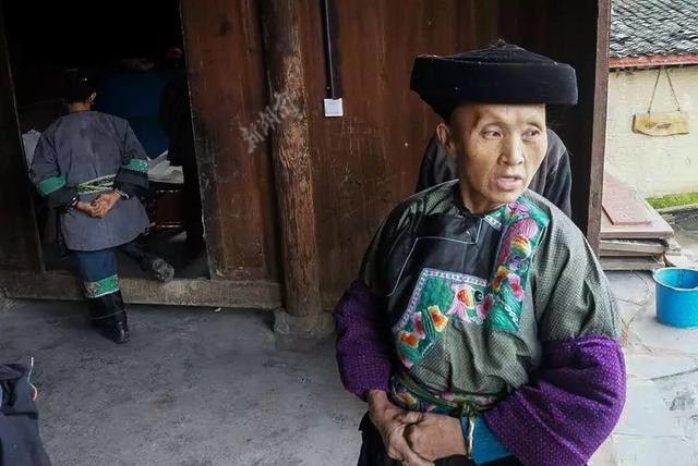 """因""""不知该怎么称呼你""""走红的苗族大妈  在脱贫路上痛失老伴 新湖南www.hunanabc.com"""