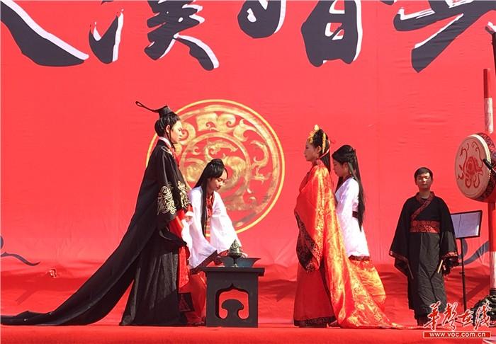 湖南首届汉式集体结婚大典 40对新人圆汉代婚礼梦