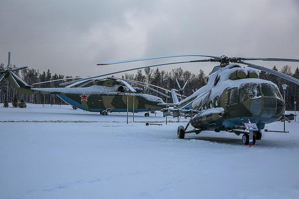 俄罗斯爱国者公园内被冰雪覆盖的战机