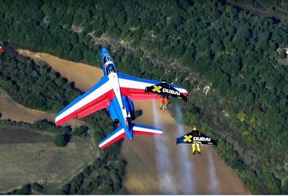 """""""喷气飞人""""与法国空军战机一起飞行"""