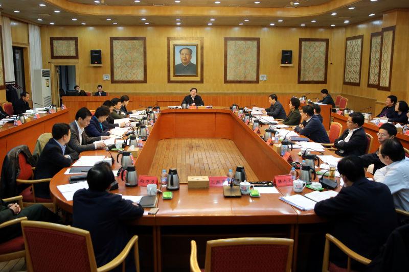 杜家毫主持召开省委常委会会议 传达贯彻中央关于十九大代表选举工作有关部署要求