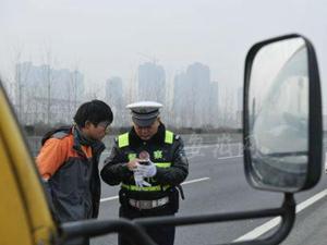 湖南排查出问题车辆7万多台 查处交通违法910万起