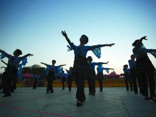 大潮拾贝①丨广场舞的遐想