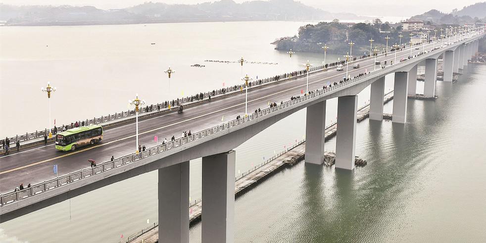 怀化沅陵酉水大桥通车 设计双向四车道