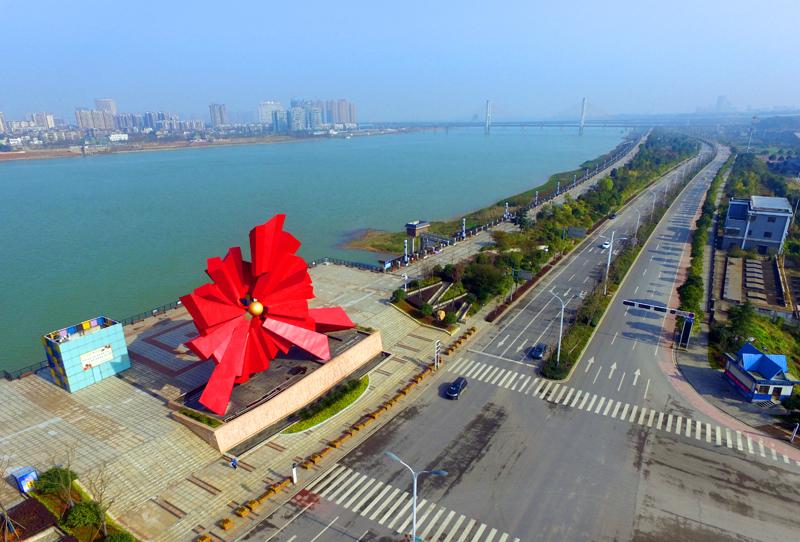 湘江风光带从一大桥至板塘,竹埠港再到昭山段,行走湘水之畔,两岸风景