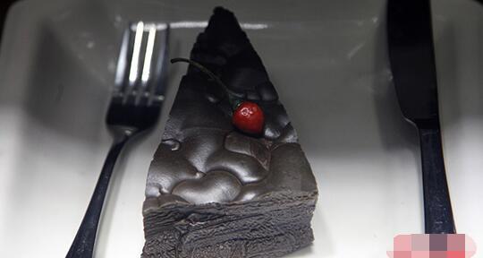 """昆明国际赏石展现10万元""""巧克力蛋糕"""""""