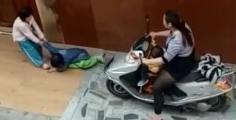 广东阳江一女子被曝故意骑车碾压小孩