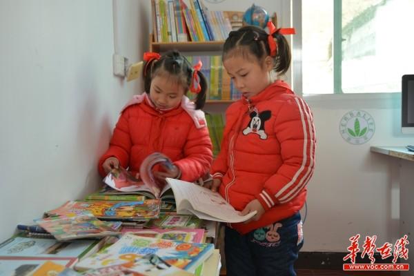 自强图书宬走进碧溪 2000册书籍成孩子们新年礼物