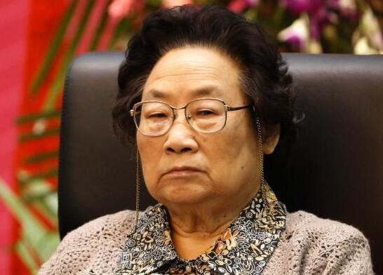屠呦呦成首位获中国国家最高科技奖女科学家 今年86岁
