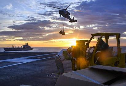 看美国海军核动力航母如何进行海上补给