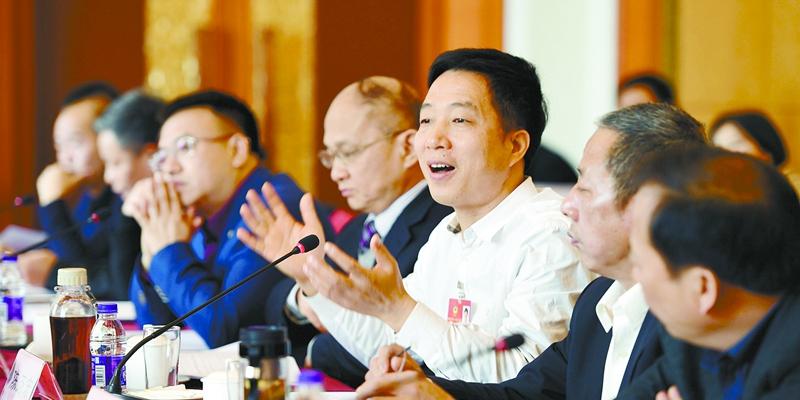 【2017湖南两会】代表、委员积极建言献策
