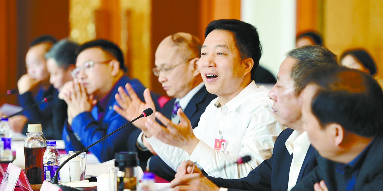 代表、委员积极建言献策