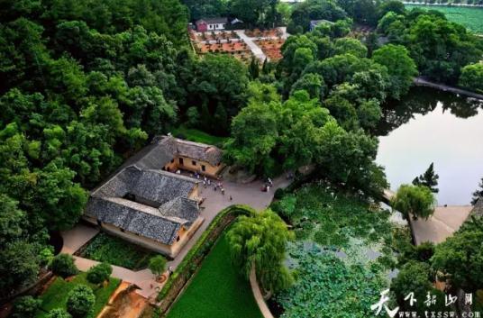 地处韶山风景名胜区核心景区内,韶山村以红色旅游为支柱产业,近三年来