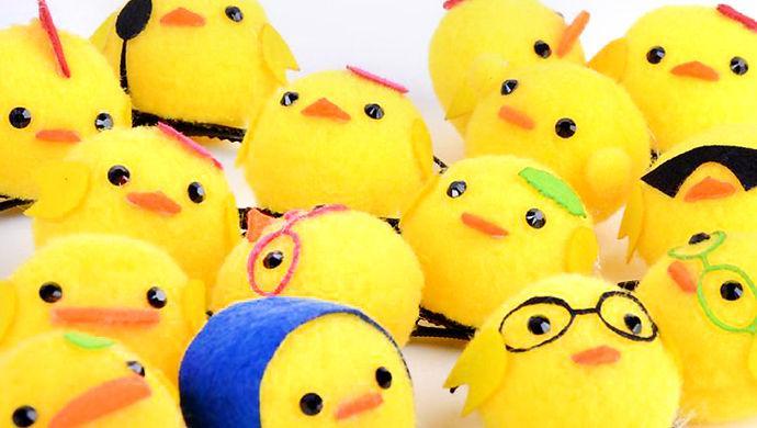 实际上,从动漫卡通人物到头上长草,再到大黄鸭和小黄鸡,卖萌经济
