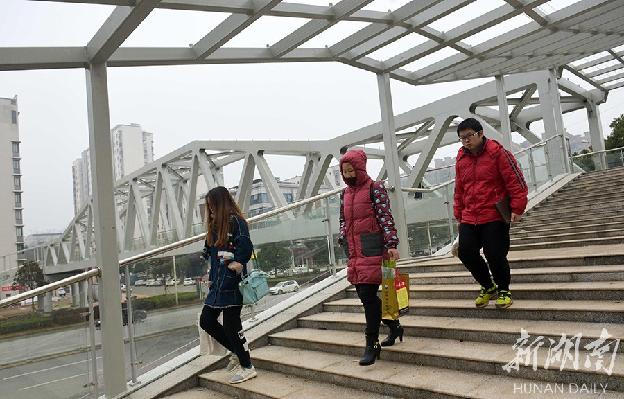 湖南跨度最大钢桁架结构人行天桥开放