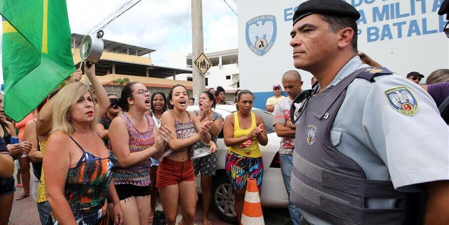 巴西南部军警罢工致使治安恶化