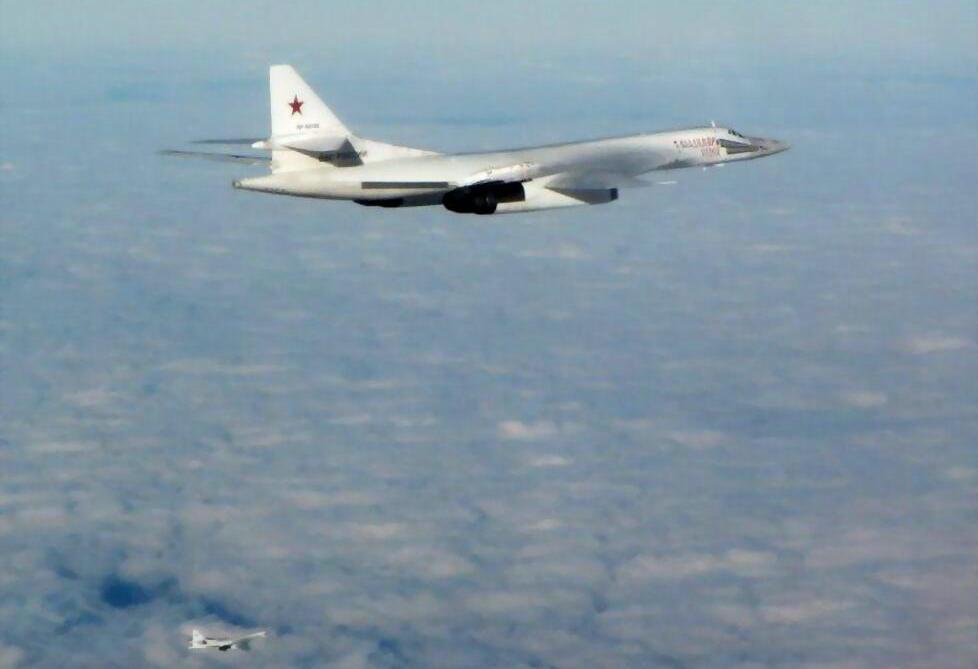 俄罗斯空军图-160巡航惊动北约多国空军