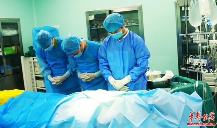 衡阳医务工作者坚守岗位 为器官捐献者手术