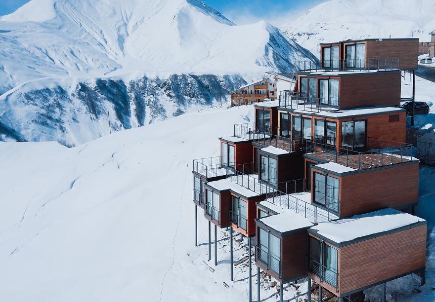 高清实拍:海拔2200米以上的集装箱酒店