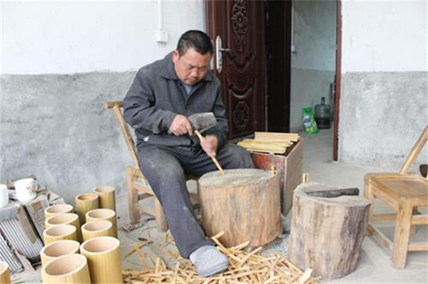 湘潭县一贫困户靠双手撑起一片天