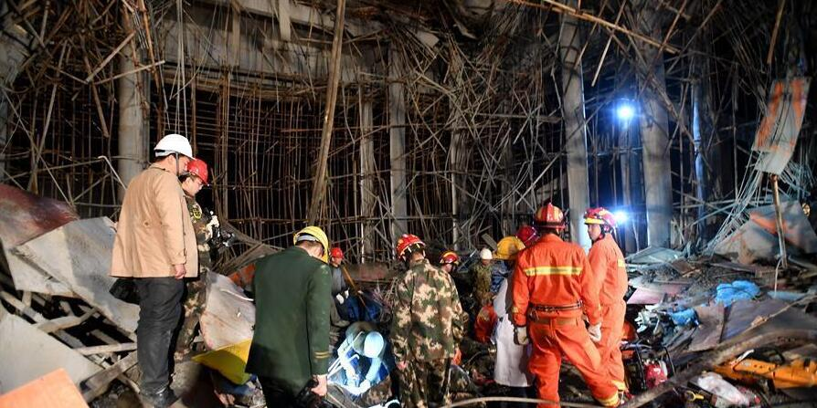 湖北麻城一建筑工地脚手架垮塌 多人被埋