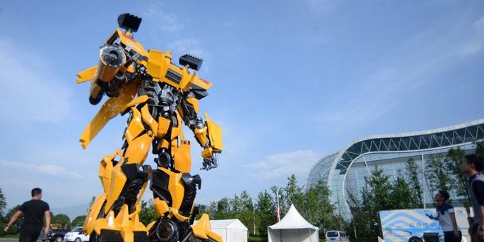 我国超大变形金刚亮相郴州矿博会