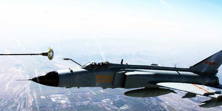 空中加油:战机跨越千里决战云海之巅