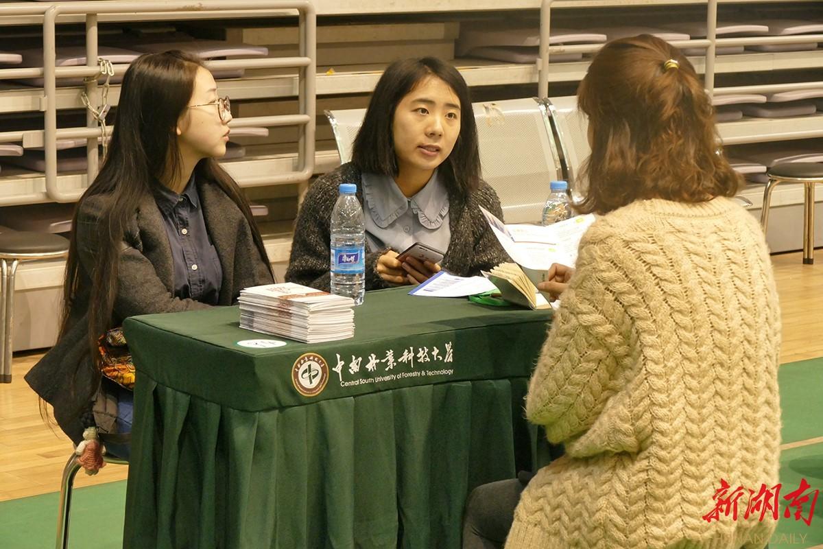 """湖南高校毕业生""""就业去哪儿""""大型校园公益招聘活动启动"""
