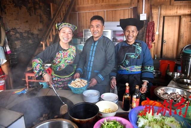 三年前人均收入才1668元的村子,脱贫了!
