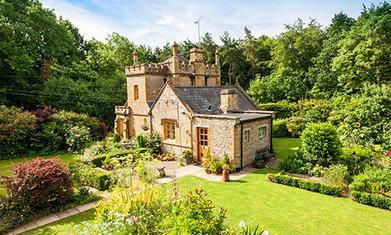 别买房了,去英国买城堡吧