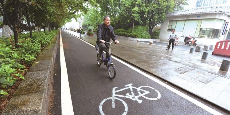 自行车专用道亮相长沙韶山北路