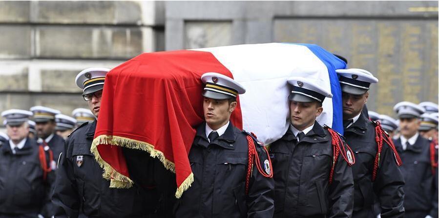 法国为殉职警察举行悼念仪式