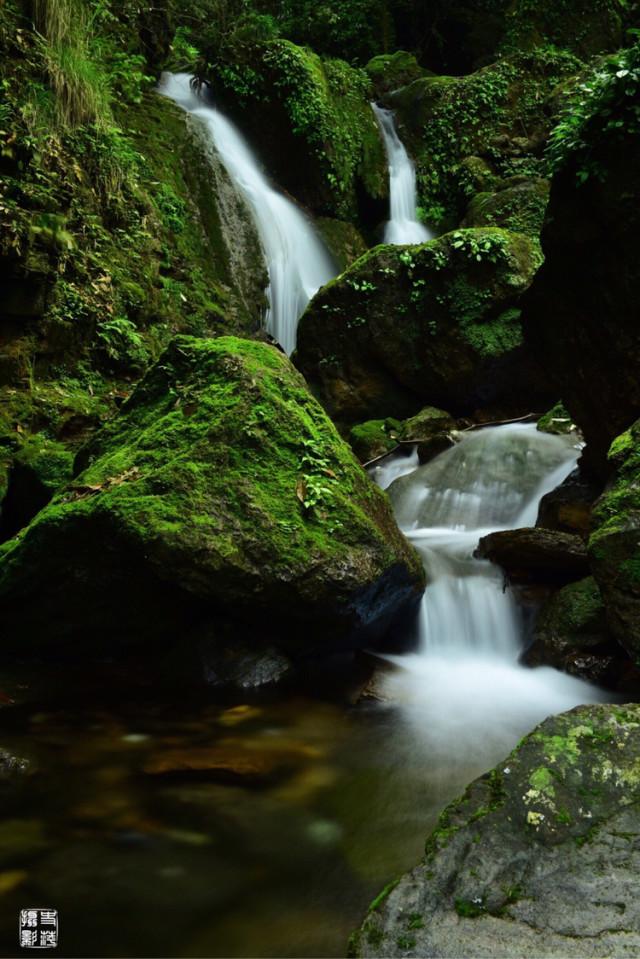 康龙旅游风景区位于怀化市东郊中方县境内,分为冷溪景区和黄溪景区两