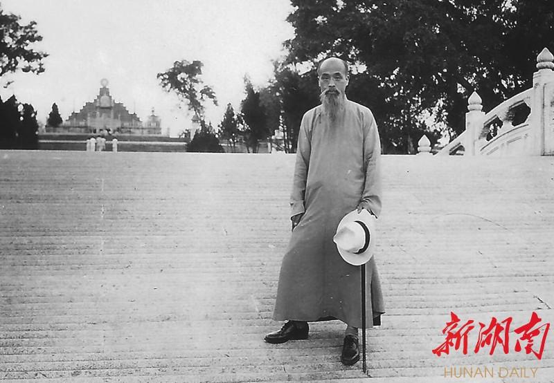 """1917年,他租住长沙荣湾镇周家台子""""沩痴寄庐"""",不久蔡和森接母亲葛健豪"""