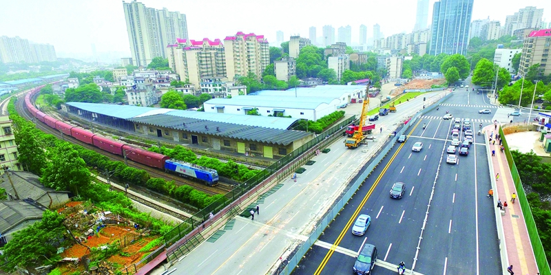 长沙劳动路跨京广线铁路桥北半幅通车