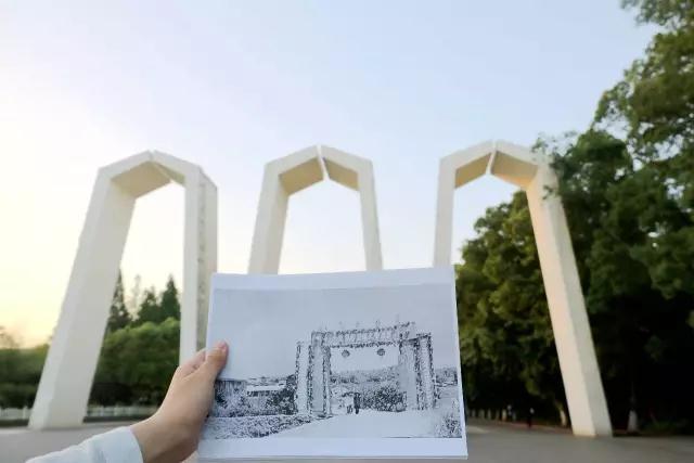现在的湘大的校门——三道拱门,是学校的标志性建筑.