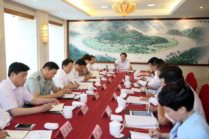 杜家毫与岳阳市委常委班子成员座谈