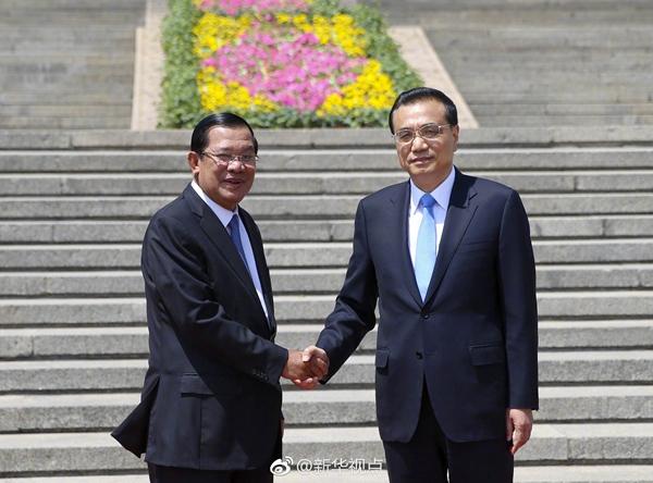 李克强举行仪式欢迎柬埔寨首相洪森访华