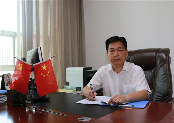 鹤城区委书记熊安台:把握产业发展 确保可持续脱贫