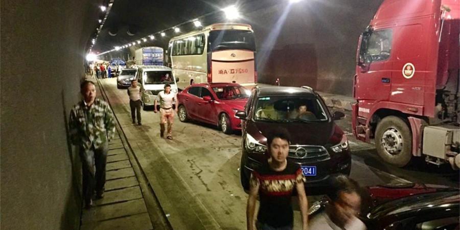 怀化辰溪境内一隧道发生突泥突水事故 数百台车被困