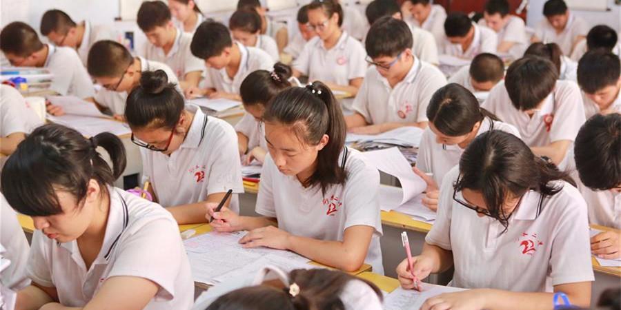 2017年全国高考报名考生共940万人