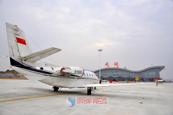 校验飞机从邵阳武冈机场成功起飞.申兴刚